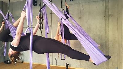 aero jóga v sítí v záklonu